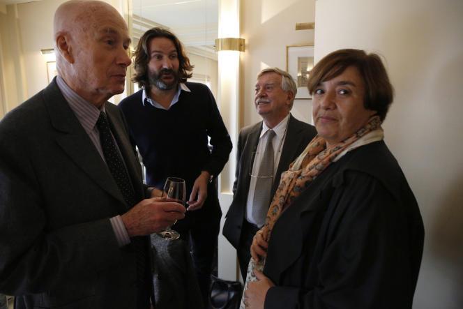 Gabriel Matzneff, avec son éditrice, Françoise de Maulde, Frédéric Beigbeder et Louis Gardel, lors de la remise du Renaudot, le 4 novembre 2013.