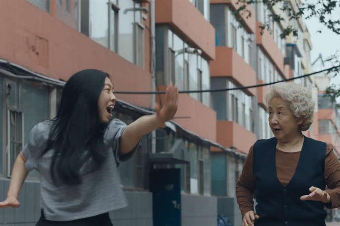 Billi (Awkwafina) et sa grand-mère Naï Naï (Shuzhen Zhao).