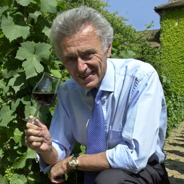 Georges Duboeuf, en juillet 2002 dans ses vignes de Romanèche-Thorens (Saône-et-Loire).