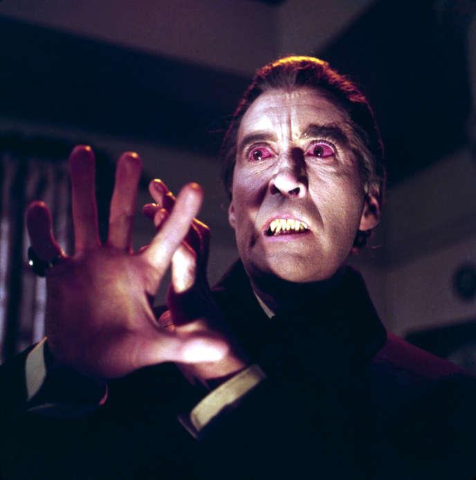 Christopher Lee joue Dracula dans «Dracula et les femmes», deFreddie Francis (1968). Le personnage de Dracula a été inspiré à Bram Stoker par l'acteurHenry Irving.