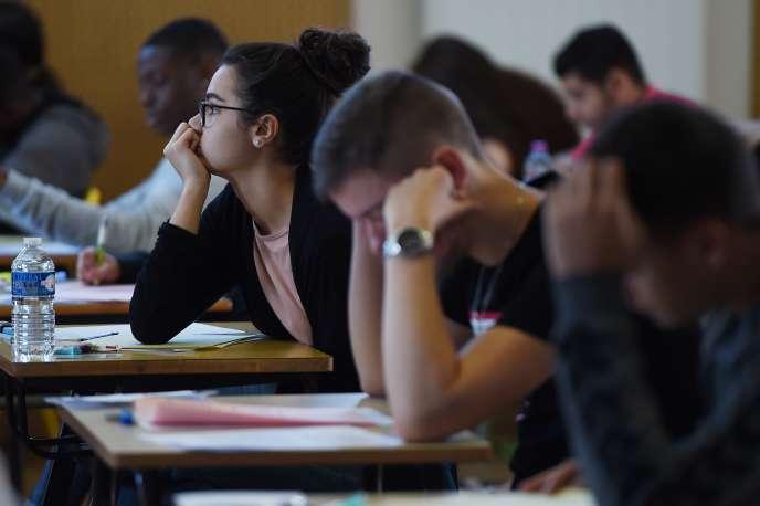 Lycéens passant leur épreuve de philosophie en juin 2019, à Strasbourg.