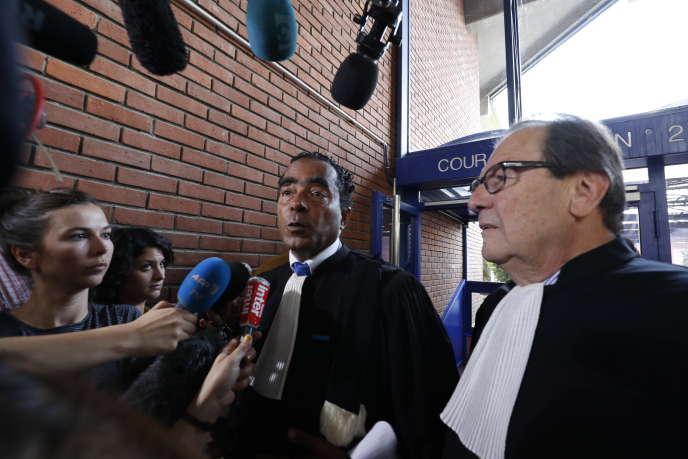 Les avocats Alex Ursulet (à gauche) et Christian Charriere-Bournazel au tribunal de Bobigny, le 27mai2016.