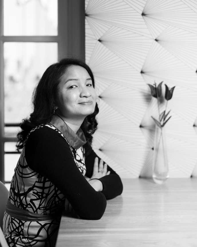 La romancière Minh Tran Huy chez elle, à Paris.