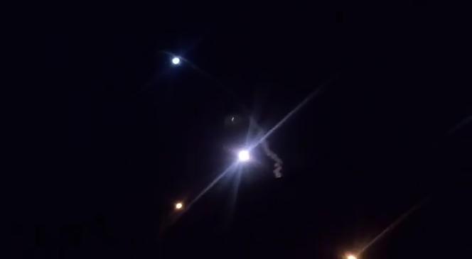 Photo extraite d'une vidéo fournie par l'Iran, montrant des missiles tirés sur une base américaine en Irak, le 8janvier.