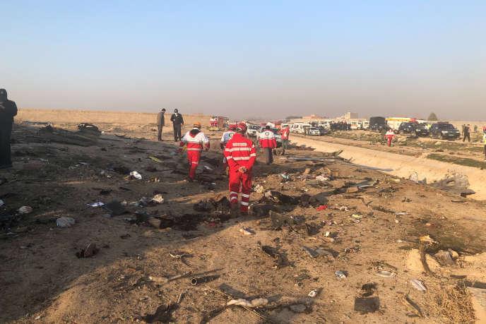 Des débris de l'avion d'Ukraine Airlines qui s'est écrasé, à la périphérie de Téhéran, le 8 janvier, tuant les 176 personnes à bord.