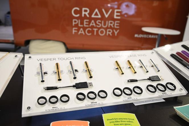 La société Crave, spécialisée dans la fabrication de sex-toys, tient un stand au CES 2020 avec d'autres compagnies du même secteur.