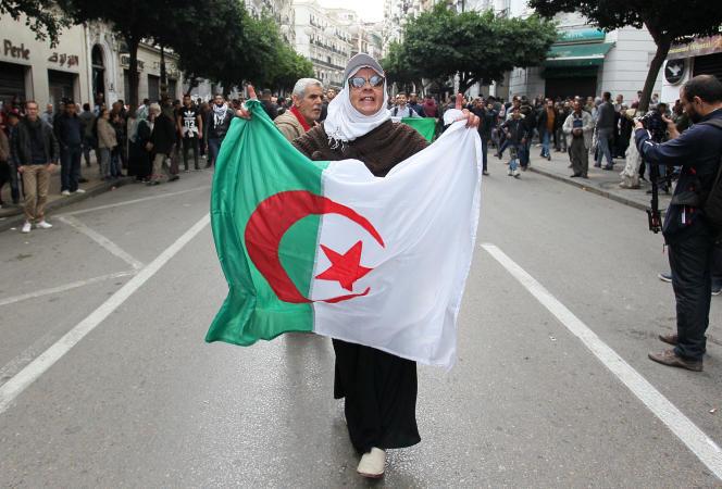 Lors d'une manifestation antigouvernementale à Alger, le 12décembre 2019.