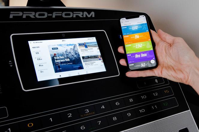 Certains modèles, comme le ProForm Smart Pro 2000, comprennent des programmes intégrés. Ce tapis de course offre également un abonnement à iFit en option, qui se synchronise avec le téléphone via une appli.