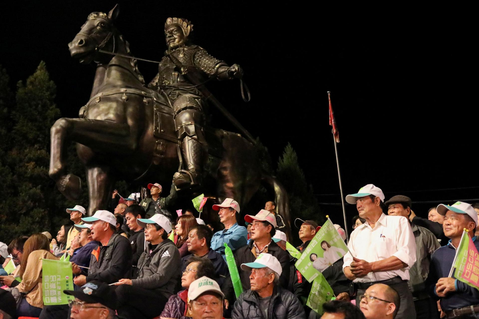 Les sympathisants de Tsai Ing-wen en campagne pour l'élection présidentielle, à Changhua (Taïwan), le 7 janvier.