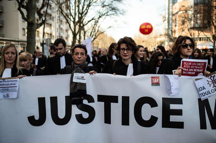 Manifestation des avocats contre la réforme des retraites, à Toulouse, le 9 janvier.