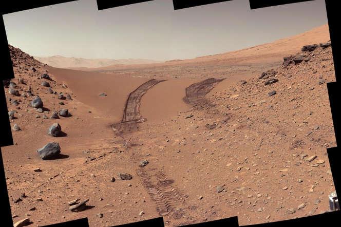 Une dune martienne photographiée par le rover américain Curiosity, lors de sa 538e journée sur la Planète rouge.