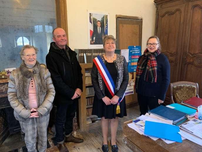 La mairesse Annick Leroi, entourée par la moitié de l'actuel conseil municipal de Nauvay.