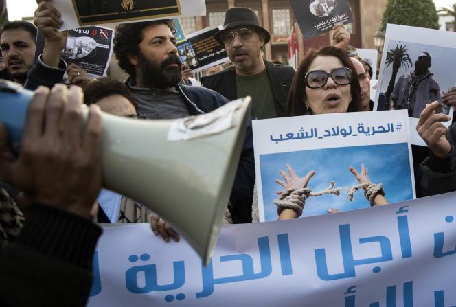 Des manifestants dénoncent une « campagne de répression» des autorités sur les réseaux sociaux, à Rabat, le 9janvier 2020.
