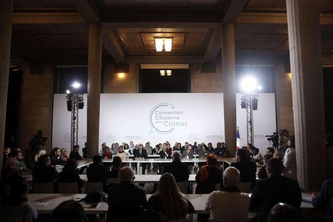Emmanuel Macron était auditionné, vendredi 10 janvier, par les 150 Français tirés au sort pour participer à la Convention citoyenne pour le climat.