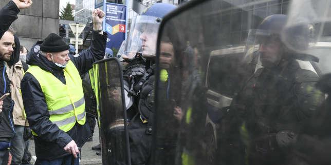 A Besançon, avocats, « gilets jaunes » et cheminots dans la rue contre la réforme des retraites