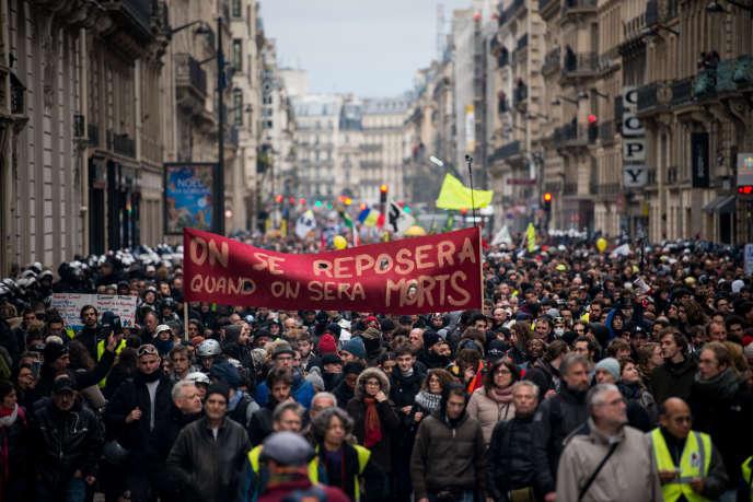 «La part qui revient au travail dans le PIB est passée de 75 % en 1980 à 68 % en 2015, selon la Banque de France.» (Photo: Paris, le 9 janvier : 36ejournée de grève nationale interprofessionnelle et intersyndicale contre le projet de reforme des retraites.)
