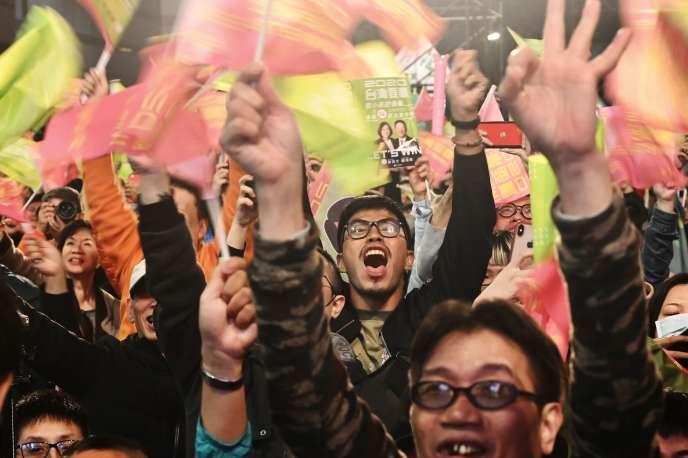 Des soutiens de la présidente sortanteTsai Ing-wen, le 11 janvier, àTaipei.