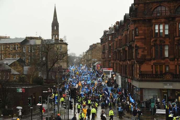 Des manifestants dans le centre-ville de Glasgow le 11 janvier 2020.