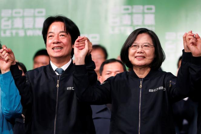 La présidente taïwanaise Tsai Ing-wen (à droite), avec le vice-président William Lai, après sa réélection, le 11 janvier.