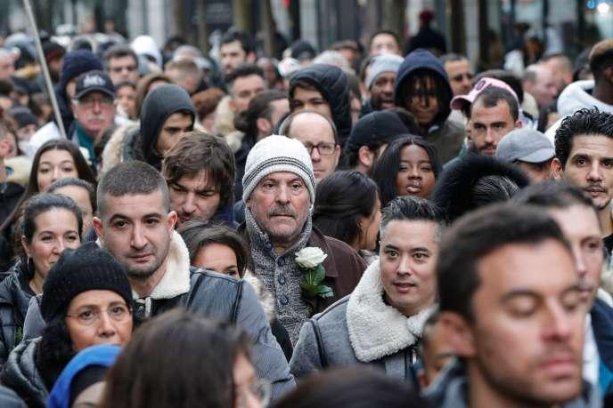 Plusieurs centaines de personnes ont défilé dimanche 12janvier en hommage à Cédric Chouviat.