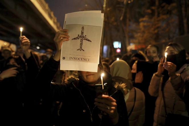 Rassemblement devant la porte de l'université Amri Kabir, samedi 11 janvier.