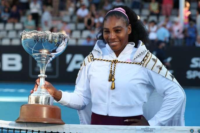 Serena Williams a remporté dimanche en Nouvelle-Zélande son premier titre depuis près de trois ans.