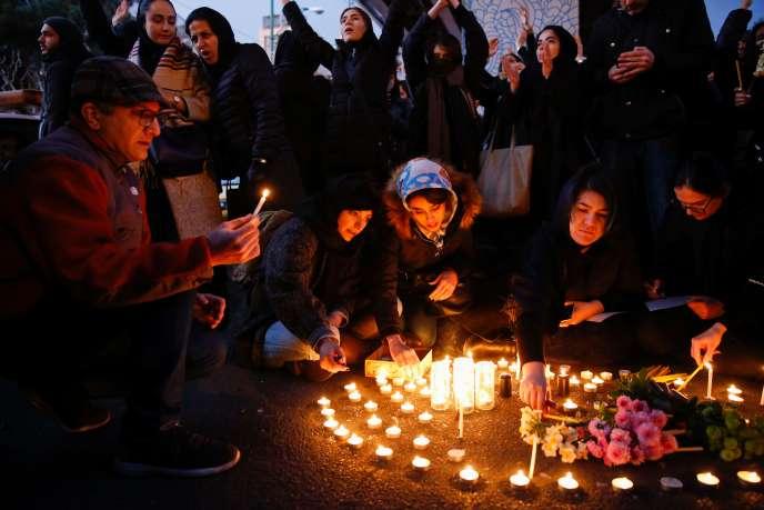 Rassemblement en hommage aux victimes du crash du vol Ukrainian Airlines, à l'université Amir Kabir à Téhéran, le 11 janvier.
