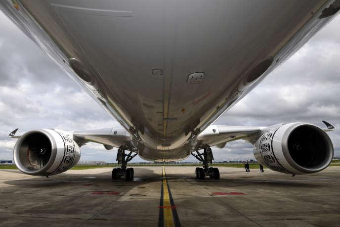 Un Airbus A350 sur le tarmac du centre de livraison de l'avionneur, à Colomiers (Haute-Garonne), le 15 novembre.