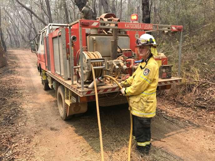 Une pompière volontaire, près du mont Hay, dans les Blue Mountains (Australie), le 28 décembre 2019.