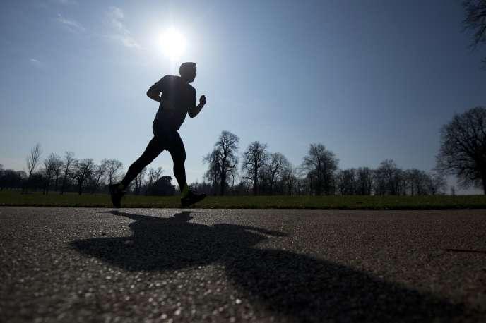 La pratique hebdomadaire de 2,5 à 5heures d'une activité physique d'intensité modérée pendant les loisirs permet de réduire significativement les risques de contracter sept cancers différents.