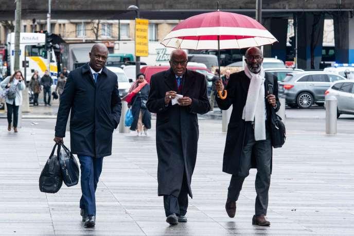 Lamine Diack (au centre) à Paris, le 13 janvier. - / AFP