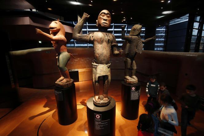 Trois statues provenant du royaume du Dahomey, au Musée du quai Branly, à Paris, en novembre 2018.