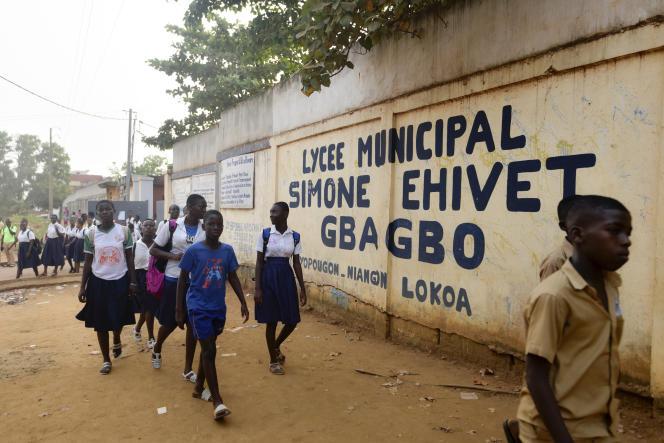 Le 10 janvier 2020 devant le lycée Simone Gbagbo de Yopougon, où le jeune Laurent-Barthélémy Ani Guibahi était en classe de 4e.