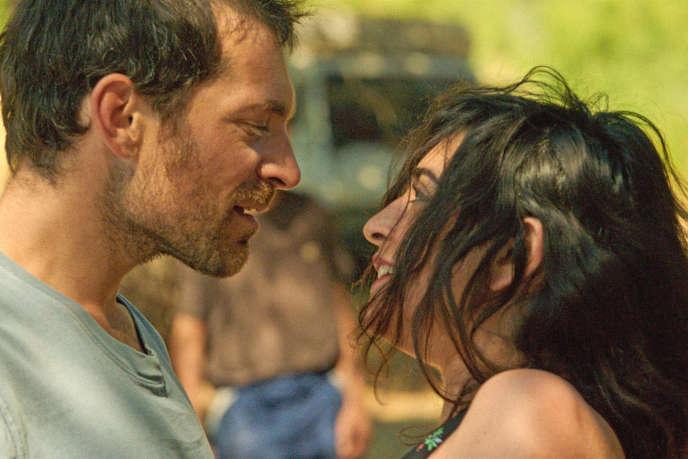 Arieh Worthalter et Nadège Trebal dans le film« Douze mille».