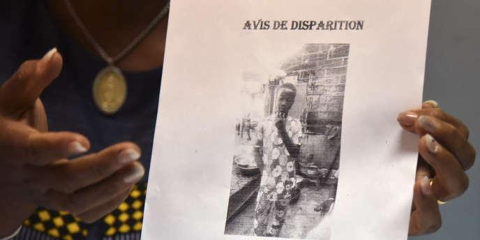 Affichette annonçant la disparition, le lundi 6 janvier 2020, du jeune Laurent-Barthélémy Ani Guibahi, retrouvé mort le lendemain à Roissy dans le train d'atterrissage d'un Boeing 777 en provenance d'Abidjan.