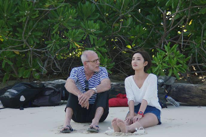 Pascal Greggory (un écrivain français )etXu Fangyi (Xingxi), dans «3 aventures de Brooke».