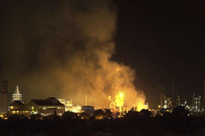 Incendie dans une usine chimique de Tarragone (nord-est de l'Espagne), le 14janvier.