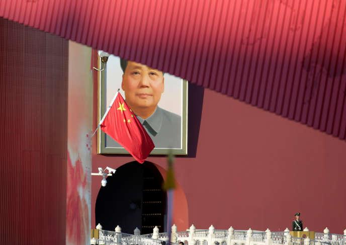 Portrait de Mao Zedong sur la porte de la Paix céleste (Tiananmen), à Pekin, le 25octobre 2019.