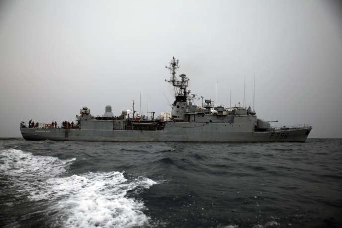 Le navire français « Commandant Birot»dans le golfe de Guinée, au large du port de Tema, près d'Accra, pour lutter contre la piraterie, en février 2014.