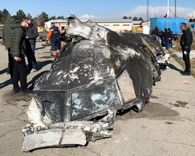 Les restes du Boeing 737-800 d'Ukraine International Airlines qui s'est écrasé près de la capitale iranienne, Téhéran, le 8 janvier 2020.