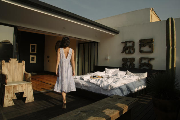 La suite La Terrazza de l'hôtel La Valise, avec son lit sur rails qui peut coulisser jusqu'à la terrasse.