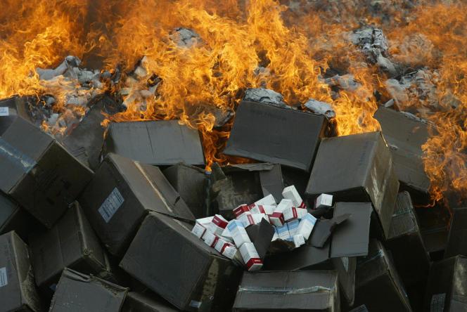Destruction de tonnes de faux médicaments saisis au Nigeria en 2007.