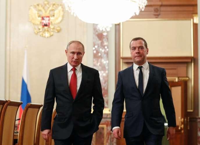 Vladimir Poutine et Dmitri Medvedev, le 15 janvier à Moscou.