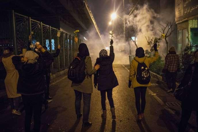 Manifestation aux abords de l'université Amir Kabir après qu'un avion de ligne ukrainien a été abattu, à Téhéran, le 13 janvier.