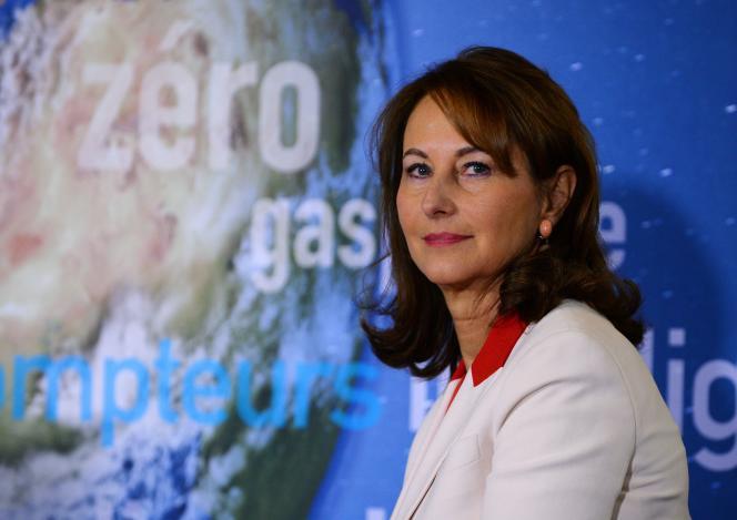 Le 3 janvier 2017, Ségolène Royal, alors ministre de l'écologie, du développement durable et de l'énergie, assiste à une conférence de presse pour présenter le premier «green bond» de l'Etat français.
