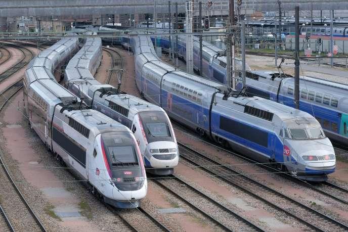 «La France a longuement négocié pour continuer à protéger, dans les faits, son marché monopolistique. Ainsi, pour le marché des TER, le recours à des appels d'offres publics ne sera obligatoire qu'à partir de 2023, soit trois ans après la libéralisation officielle du rail.»