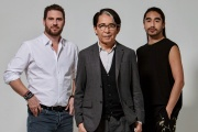 Kenzo Takada (au centre) avec Jonathan Bouchet,directeur général de K3,etEngelbert Honorat, l'assistant deKenzo Takada.