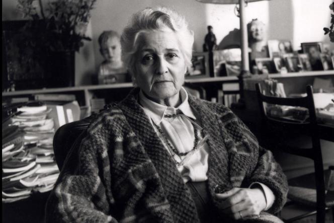La psychanalyste Françoise Dolto, chez elle à Paris, en novembre 1986.