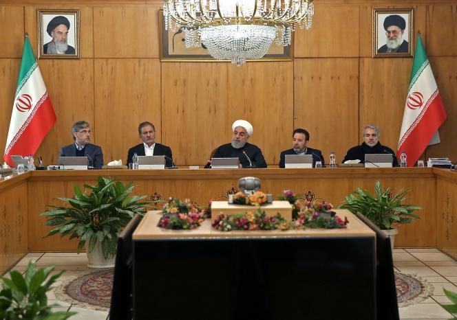 Le président Hassan Rohani, pendant son discours télévisé au gouvernement, le 15 janvier, à Téhéran.