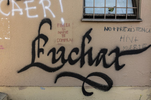 Ce graffiti, signifiant « combat» en espagnol,est visible sur un immeuble proche de la plaza Italia.